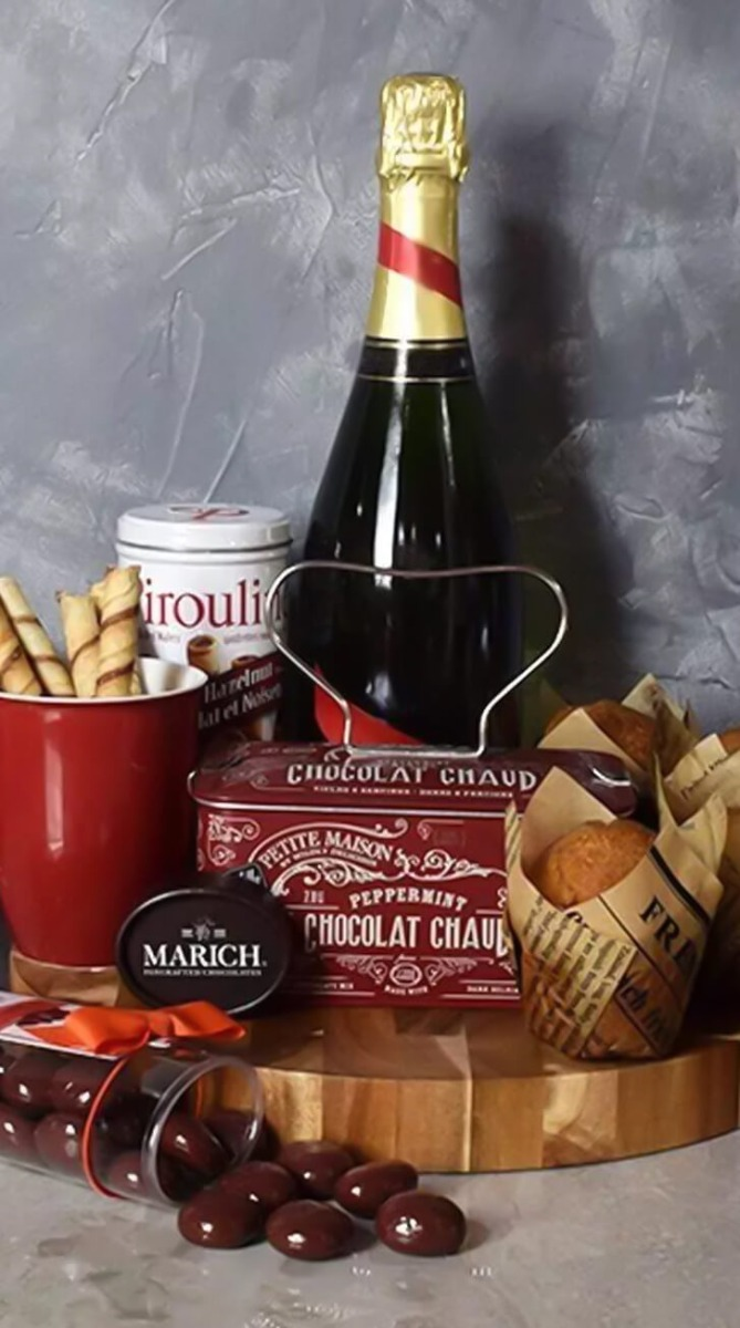 Muffin,Chocolate & Champagne Delight Gift Set