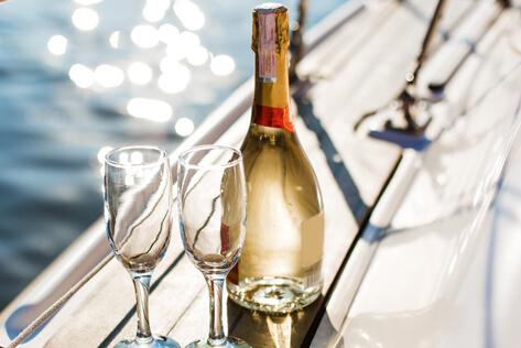 https://basketsnewhampshire.com/media/holidays/Passover/IMG_Champagne.jpg